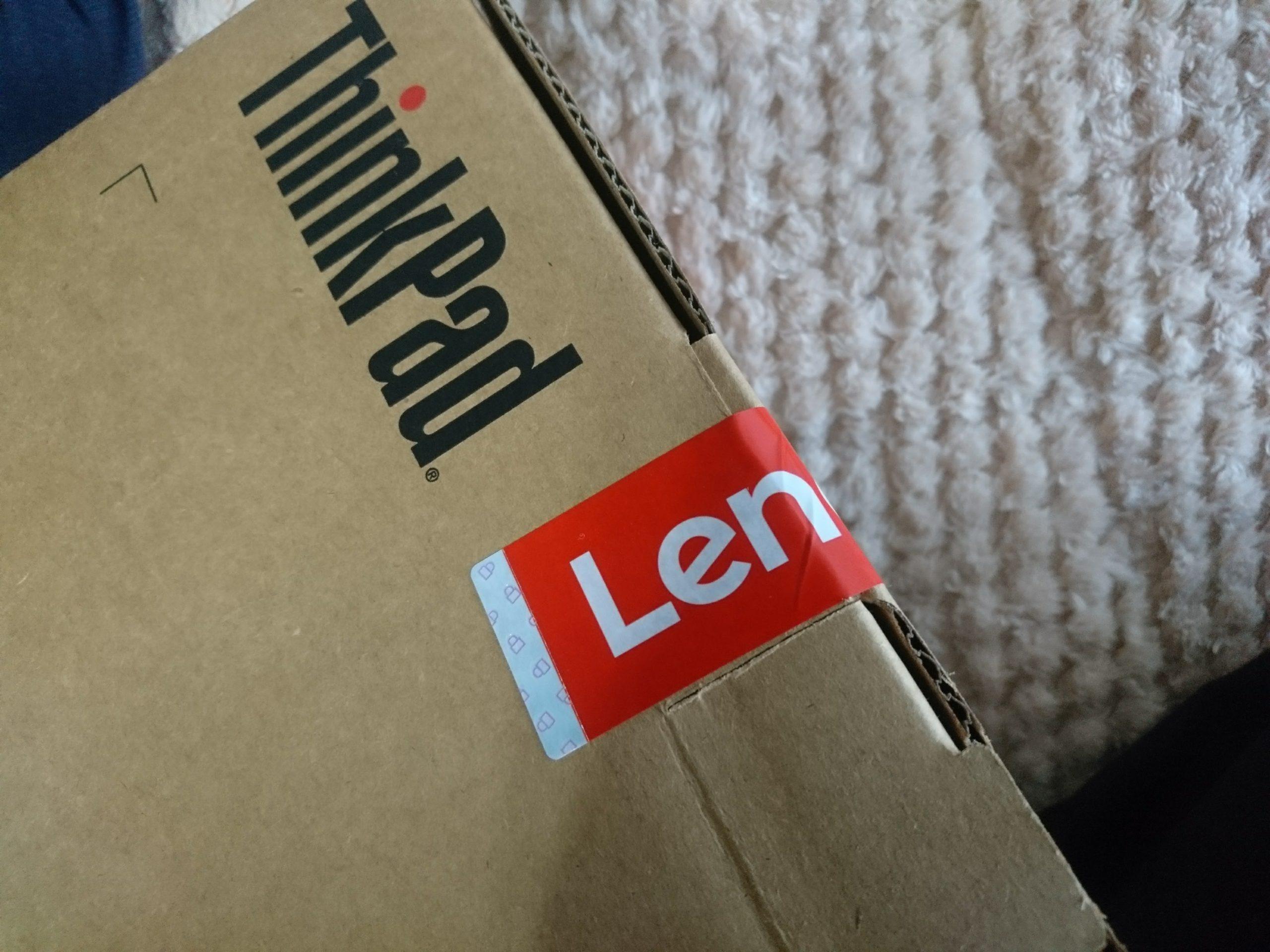 Lenovoの梱包箱